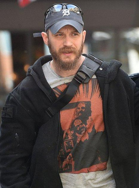 Tom Hardy Made The Revenant Cast T Shirts Of Him Choking