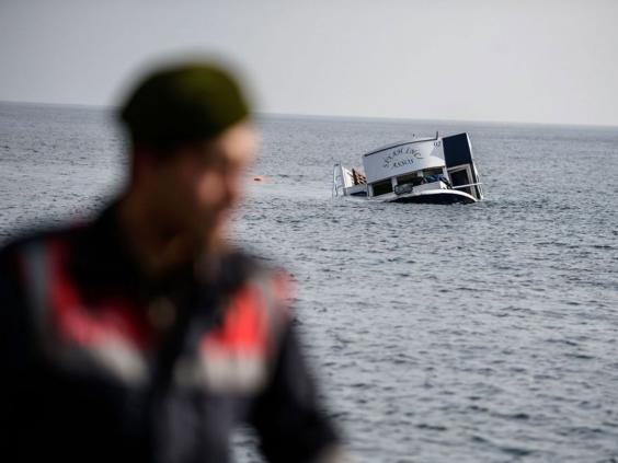 Refugee-boat-sinking.jpg