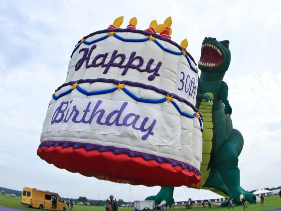 30th-birthday-cake.jpg
