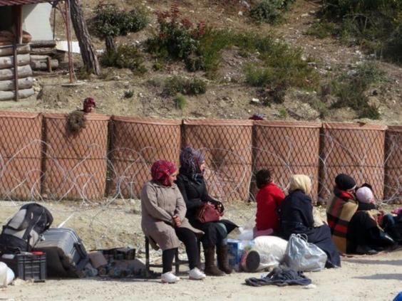 syrian-refugees-turkish-border.jpg