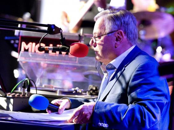 26-tony-blackburn-dj-pa.jpg