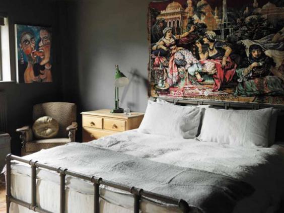 alpine-apartments-bed.jpg