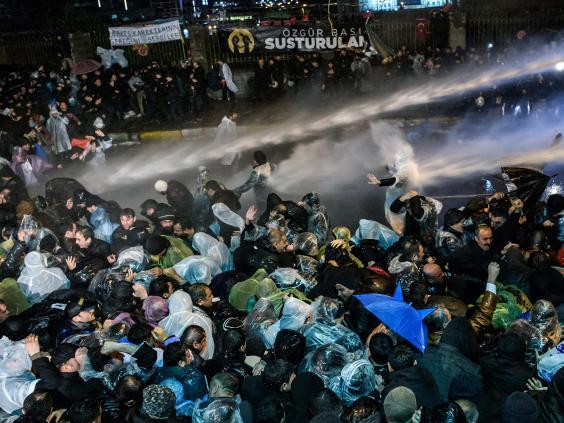 turkey-riot.jpg