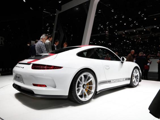 Porsche-911-2.jpg