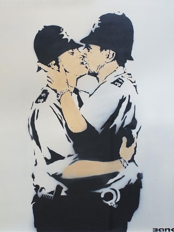 Kissing-Coppers-Banksy.jpg