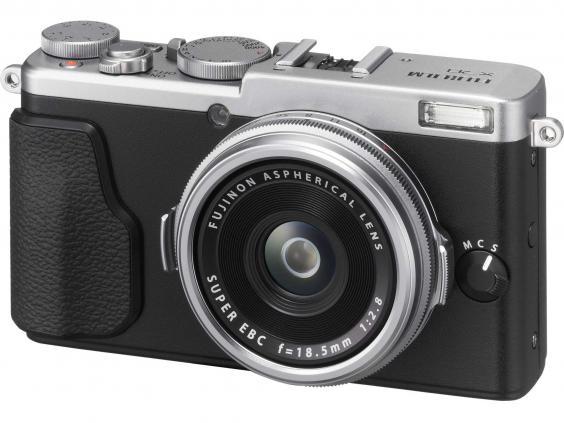 fujifilm-x70-digital-camera.jpg