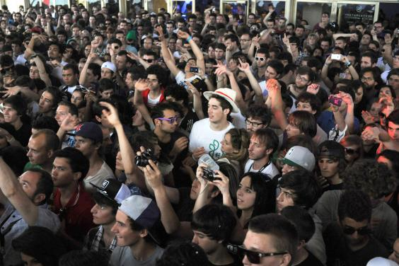 nuits-sonores-crowd.jpg