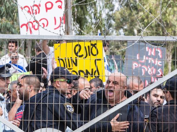 hebron-shooting-pro-soldier-protest.jpg