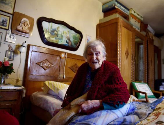 How The World's Oldest Person Says 'Being Single' Is The Reason She's Still Alive (Photos)