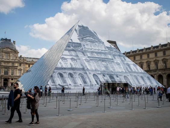 pyramid-louvre.jpg