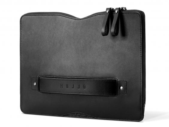 mujjo-carry-on-folio-sleeve.jpg