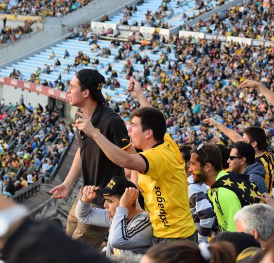 penarol-centenario_penarol_fans_get_noisy_2.jpg