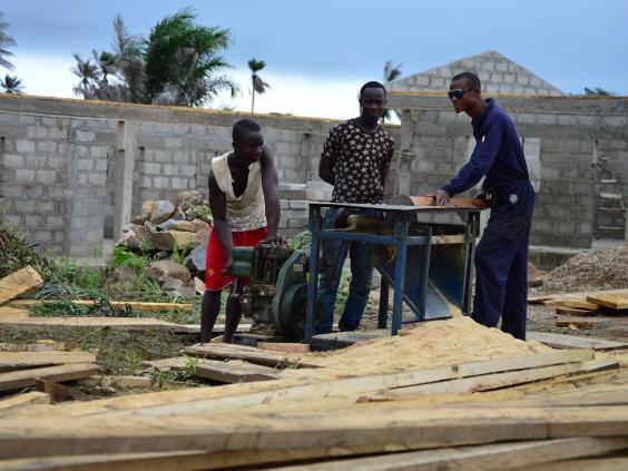 men-work-kpondu-school.jpg