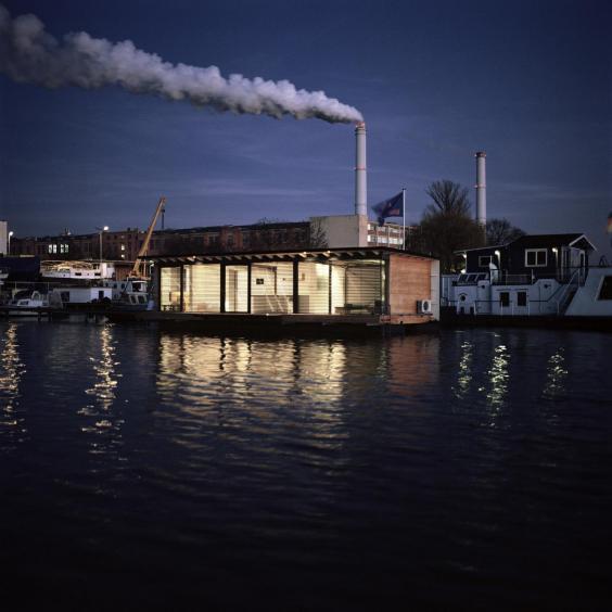 modern_boat_berlin_exterior.jpg