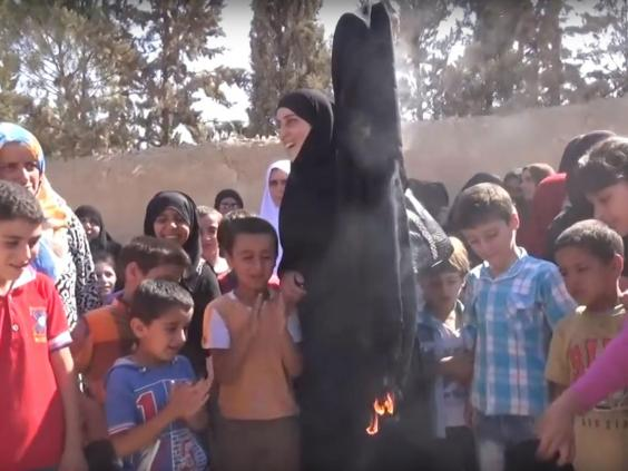 Syrian women burn burqas in celebration after being freed ...