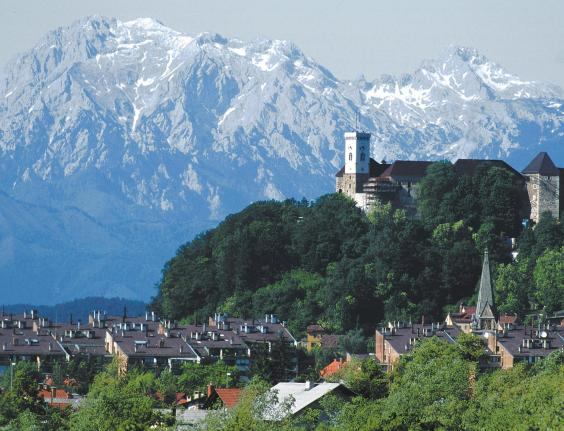 ljubljana-castle-with-mountains-in-background-e.kase-2688-orig.jpg