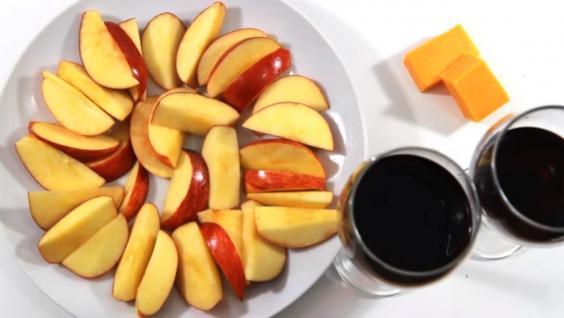200-cals-apple-wine-cheese.jpg