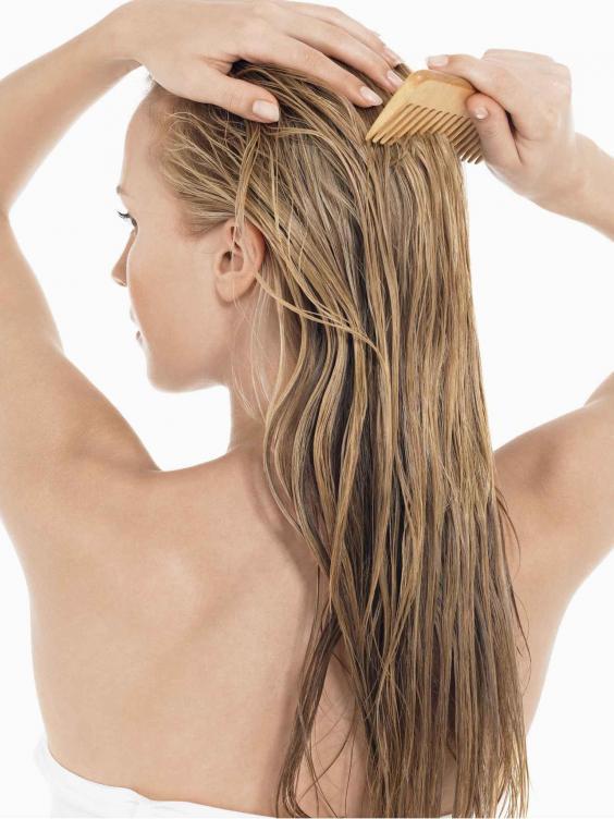 woman-wet-hair-comb.jpg