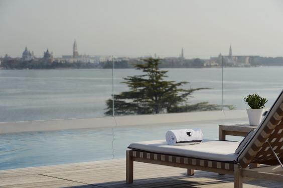rooftop-pool16.jpg