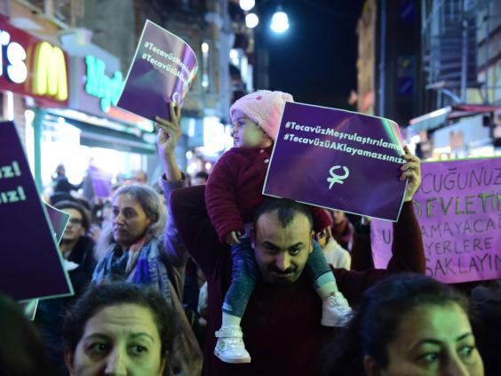 turkey-protest-child-rape-law.jpg