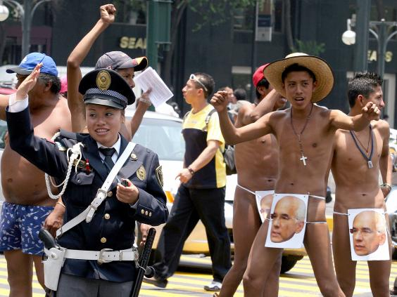 Anti-bullfighting protest in Mexico City - YouTube