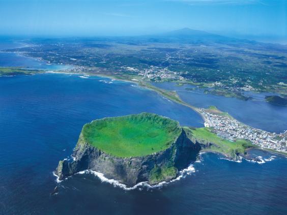 hallasan-volcano-jeju.jpg