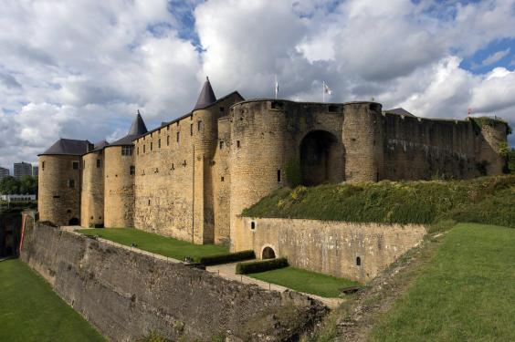From french ch teaux to czech fairytales how to stay in for Castles to stay in france