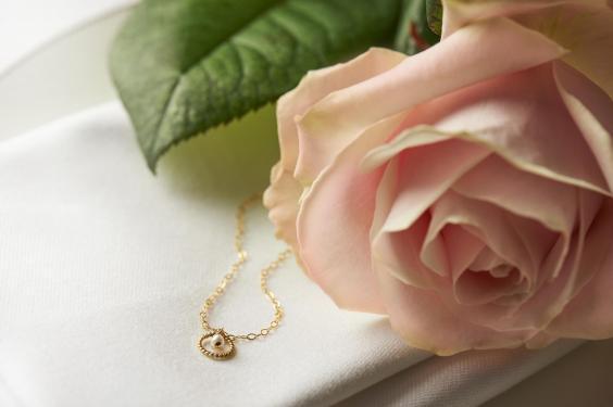 valentines-tea-12-love-knot-bracelet.jpg