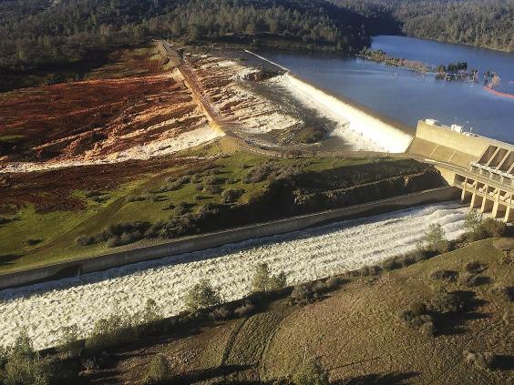 Evacuations ordered below Oroville Dam due to potential spillway failure