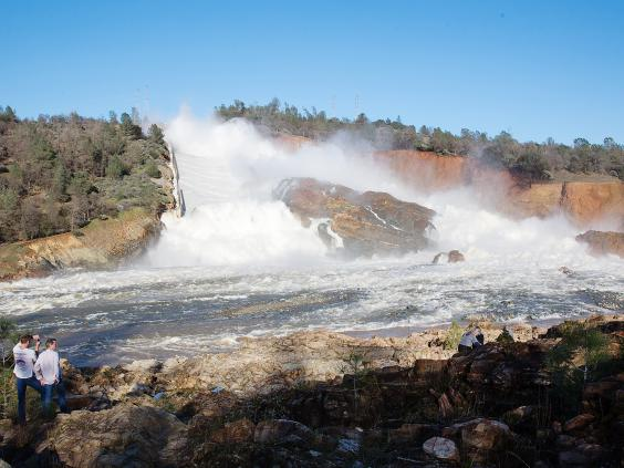 Almost 200000 people told to flee crumbling California dam spillway