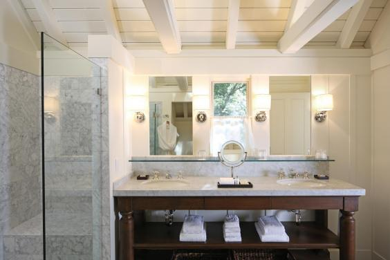 oakview-bathroom-croquet-lawns-and-lodge-meadowood-napa-valley.jpg