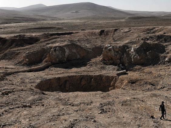 isis-sinkhole-landmines2.jpg