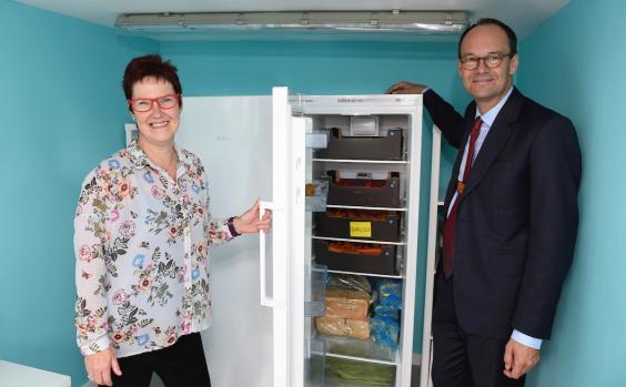 eileen-banton-shows-sainsburys-ceo-mike-coupe-the-community-fridge.jpg