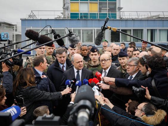 paris-orly-airport-shooting13.jpg