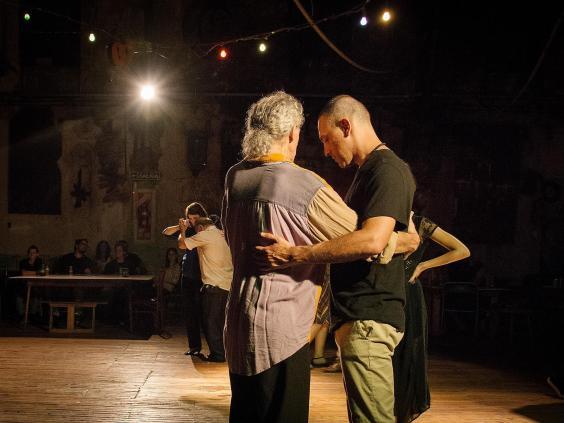 How queer tango is steaming up dance floors in buenos aires the dancing 3g fandeluxe Gallery