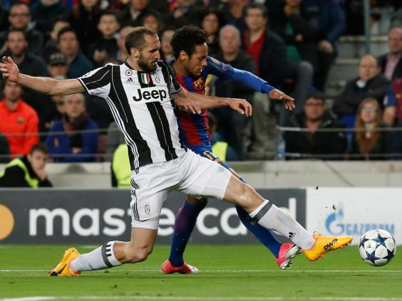 Juventus' Dani Alves expects long night at world's best Barcelona