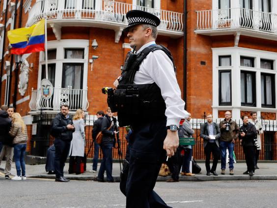 ecuadorian-embassy-assange-police.jpg