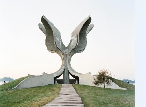 spomenik2.jpg