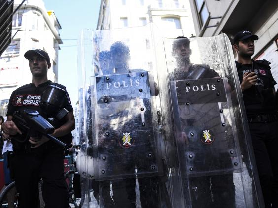 turkey-pride-parade-police.jpg