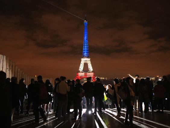 paris-attacks-eiffel.jpg
