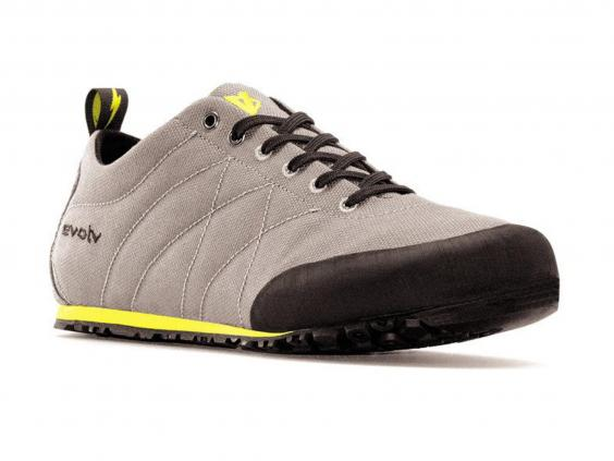 Best Approach Shoes For Wide Feet