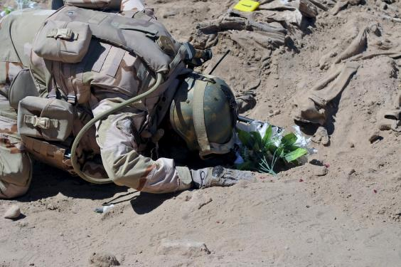 iraq-soldier-praying.jpg