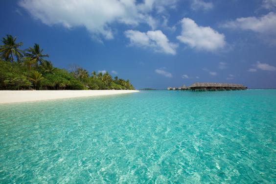 blue-lagoon-kanuhura1.jpg