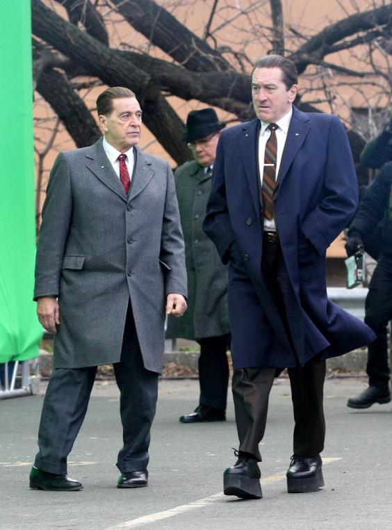 gallery-1513855308-robert-de-niro-wears-platforms-the-irishman.jpg