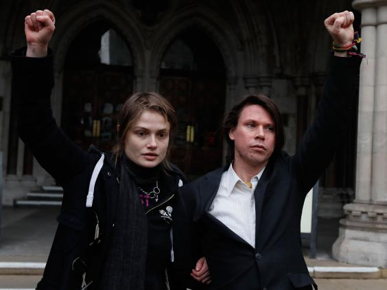 lauri-love-and-his-girlfriend-sylvia-mann-outside-the-royal=courts-ofjustice
