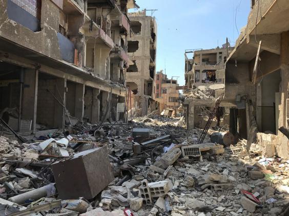 Le macerie di Douma, il sito di un sospetto attacco di armi chimiche, vicino a Damasco. Credits to: AP.