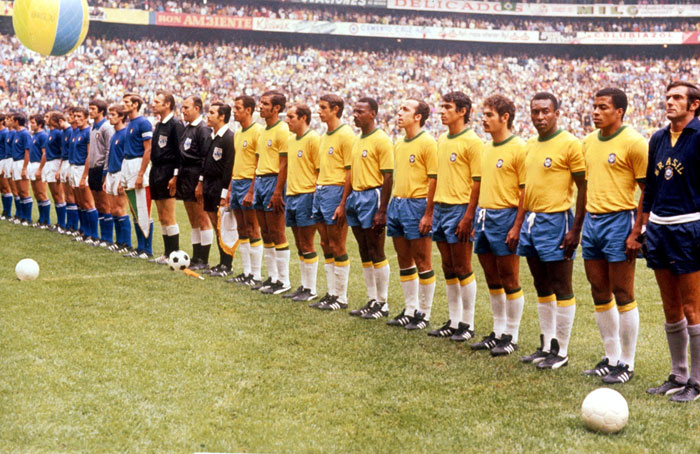 Brazil's 1970 World Cup team line-up before the final against Italy © AP