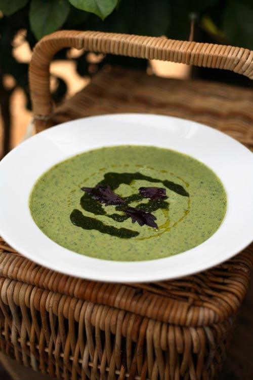 Cold pea and mint soup © Lisa Barber