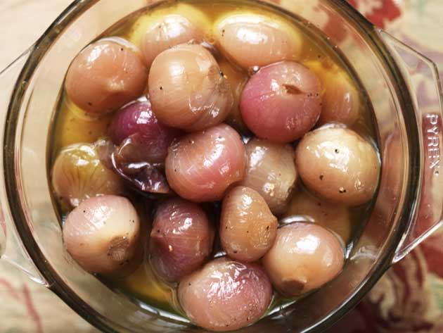 Pickled onions with cider vinegar