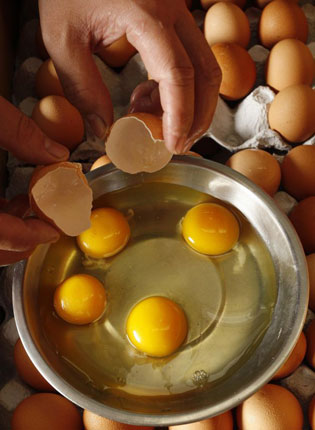 Rotten Egg Smell >> How The Smell Of Rotten Eggs Makes Men Randy The Independent